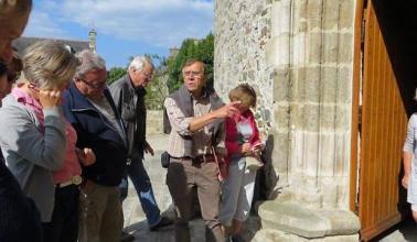 photo visite groupe église de Morieux