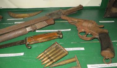 photo - vitrine, armes, munitions, baionette